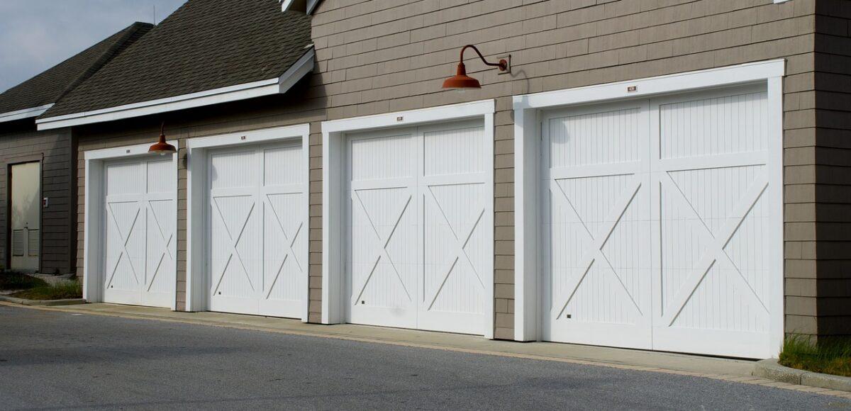 Wybór bramy garażowej - różne rodzaję