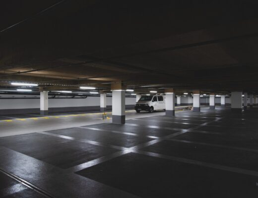 oświetlenie parkingu podziemnego